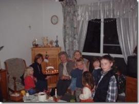 Met Tante Eta op bezoek bij een familie in Albanie